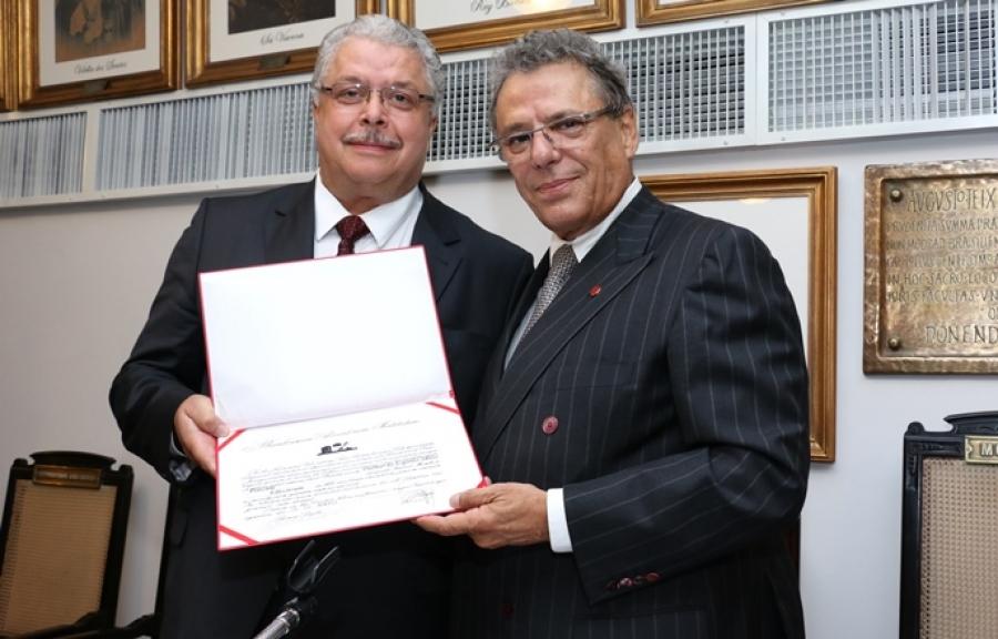 """""""Precisamos reconstruir o País"""", afirma Dalmar Pimenta."""